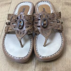 Earth leather sandal with wood accents, size 9